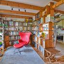 Whg1-Bibliothek und Küche